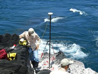 我國第一批領海基點標示牌埋設作業情形(米島)