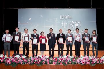 部長頒發公共建設用地協議取得執行成效績優獎